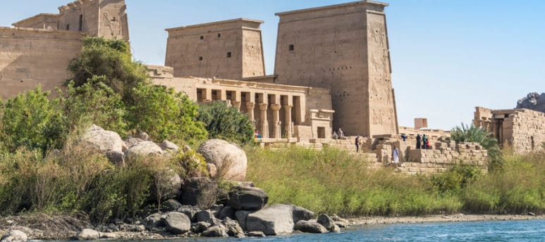 nile and temple in egypt