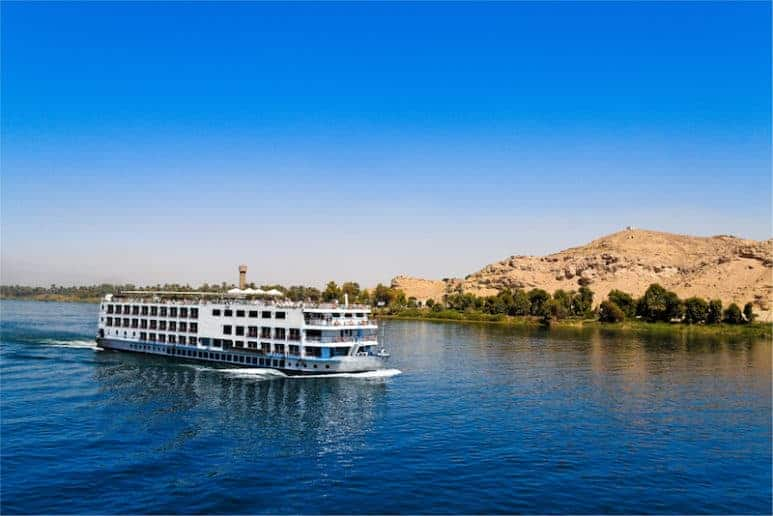 A luxury nNile cruise sailing down the Nile bettween Luxor and Aswan