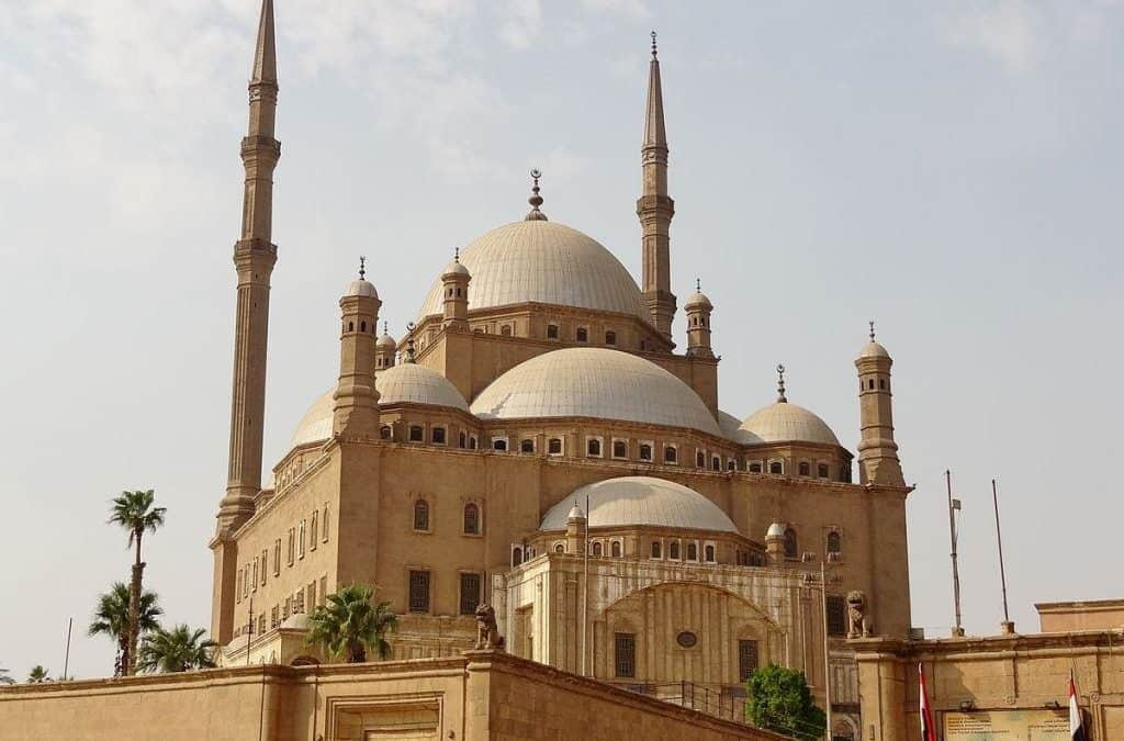 A Guide to the Most Beautiful Mosques and Churches in Cairo