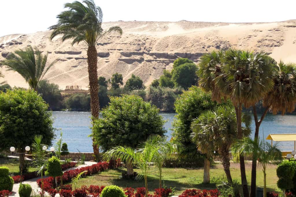 View on El Nabatat Island of the Aswan Botanical Garden and west bank of Nile - Photo by Olaf Tausch